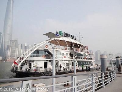 Ferry-across-the-Huangpu-River-in-Shanghai