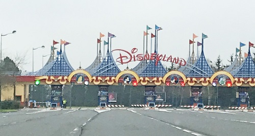 Going-to-the-gates-of-Disneyland-Paris-2018