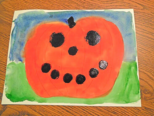 shape-painting-ideas-sponge-paintbrushes-pumpkin-face.