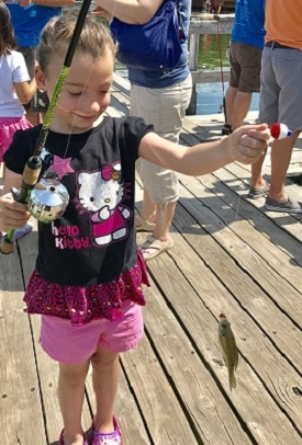 Conservation-Corps-helps-children-learn-to-fish-at-Maple-Grove-Days-Weaver-Lake (16)